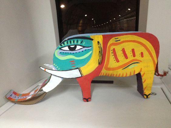 Elefante estelar Escultura em papelão  Ilustração pro livro João Despenteado  Autor: Margarida Botelho
