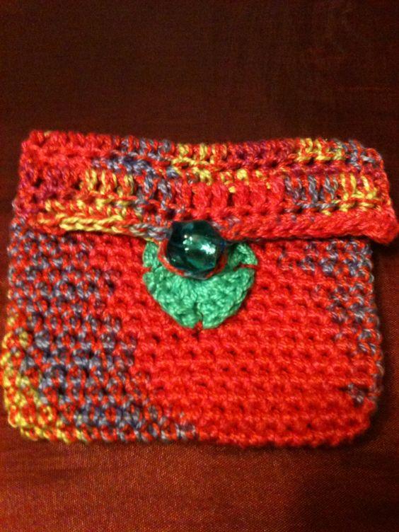 Carteira de crochet. Feita pela artista Renata GAM.