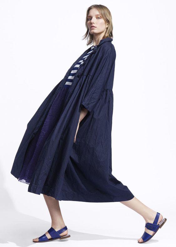 DANIELA GREGIS KNIT AND LINEN DRESS PURPLE-BLUE AND LIGHT BLUE, PAPAVRO COAT NAVY, LEATHER SANDAL NAVY