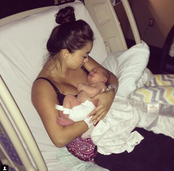 Sean And Catherine Giudici Lowe: First Photos Of Samuel Thomas - http://site.celebritybabyscoop.com/cbs/2016/07/03/catherine-giudici-samuel #Catherinegiudice, #SeanLowe