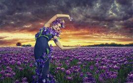 Fille dans le jardin, tulipes pourpres fleurs Fonds d'écran Pictures Photos Images