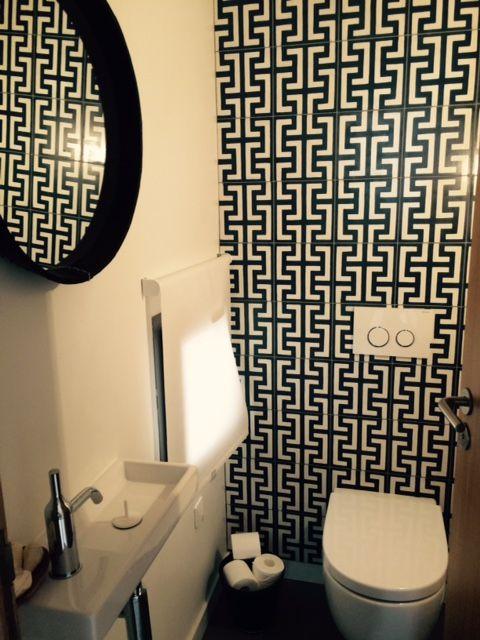 Carreaux de ciment BAHYA BAHYA cement tiles Toilettes WC Restroom Réalisation Agence Orssaud-Bonnet - architectes urbanistes associées