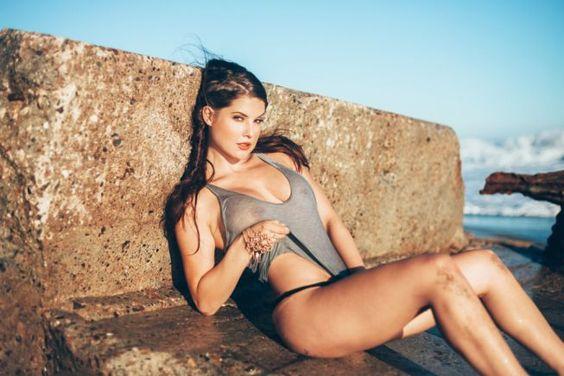 La Chica de AS   Amanda Cerny nació en Pittsburgh, se crió en Florida y después se trasladó a Los Angeles, donde se convirtió en una cotizada modelo.
