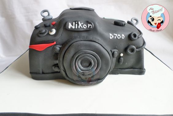Torta di compleanno decorata macchina fotografica Nikon #birthdaycake #cakedesign #cameracake #nikoncake