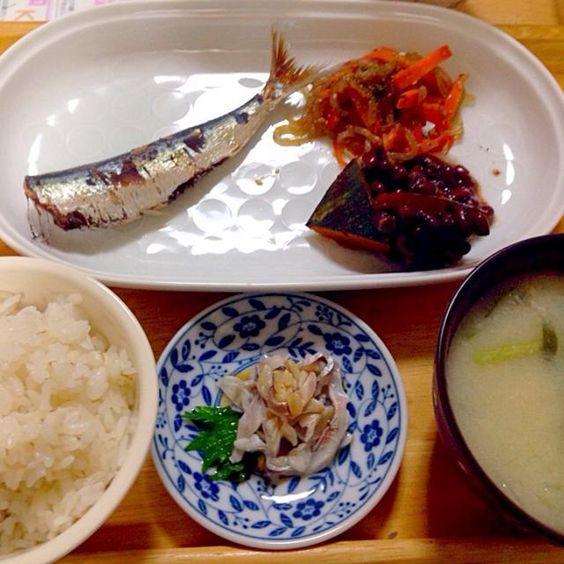 自分の好物ばかりの晩御飯  焼き魚 小豆かぼちゃ 人参と糸蒟蒻のきんぴら ゲタミンチの味噌汁 酢魚(ひら) 麦ごはん - 23件のもぐもぐ - 12/25お誕生日おめでとう、私‼️ by kawachi1225