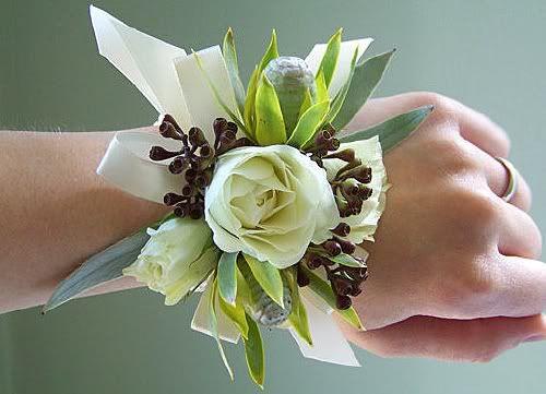 Un corsage como ramo de novia