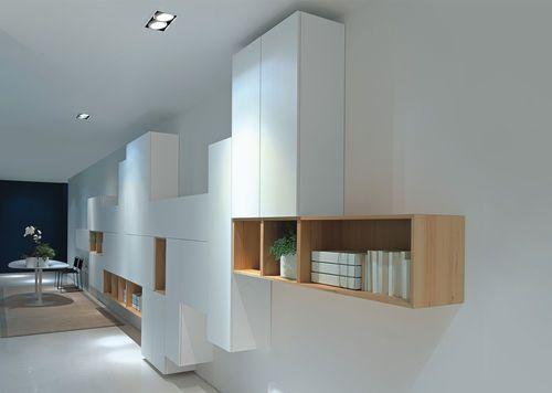 Wohnzimmer Mit Moderner Wandfarbe In Dunklem Grau Und Wohnwand   King U0026  Queen Wohnideen   Pinterest   Moderne Wandfarben, Dunkel Und Grau