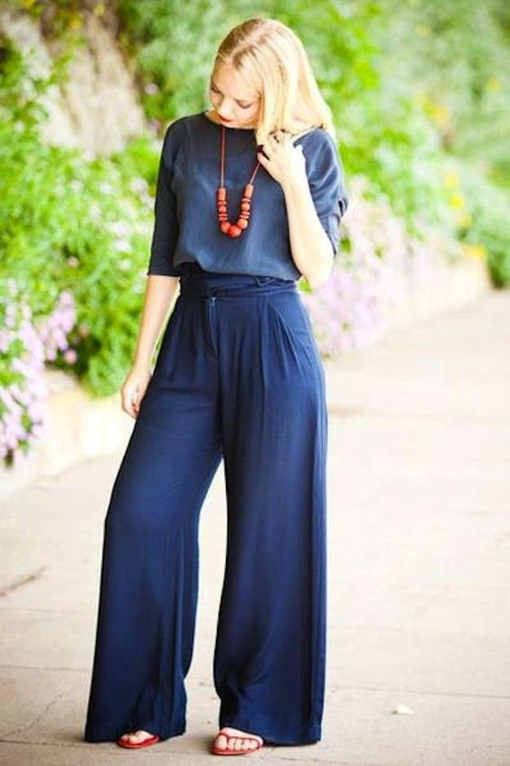 Cómo conjuntar los pantalones anchos, palazzo y baggy pants: Fotos de los modelos - Look Palazzo azules