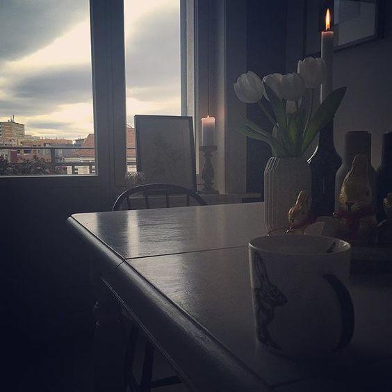 Coffeebreak ️ Habe nämlich schon fleißig aufgeräumt ️ und dazu gibt es heute musikalisch mal den Elias,sogar als Aufnahme von unserem früheren Schulchor - lang ist es her,so eine schöne Zeit gewesen ️  #coffeebreak #coffeetime #easter #elias #froheostern #germaninteriorbloggers #Hamburg #hh #home #homeinspo #homeinterior #interieur #interior #interiordesign #kitchen #Küche #mendelssohn #mendelssohnbartholdy #music #myhome #nienstedten #ostern #steinis #table #tulips #waldorf