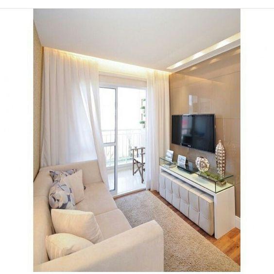 Apê com sala pequena linda e aconchegante! Tem mais no blog WWW.CONSTRUINDOMINHACASACLEAN.COM  Curta Facebook.com/construindominhacasaclean  Pinterest.com/casaclean  Siga canal YouTube #blog #construindominhacasaclean #sala #salaestar #home #tv #ape #apartamento #reforma #obra #decoração #decor #decoracao #design #interiordesign #arquitetura #iluminação #casa Foto: Google imagens