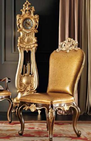Sedia e pendolo foglia oro