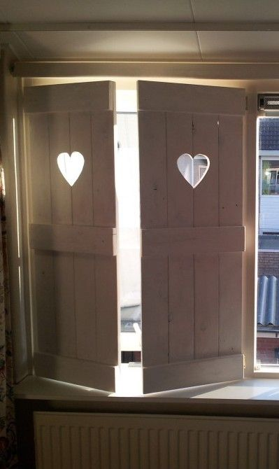 Raam luik laat m maken door for Houten decoratie voor raam