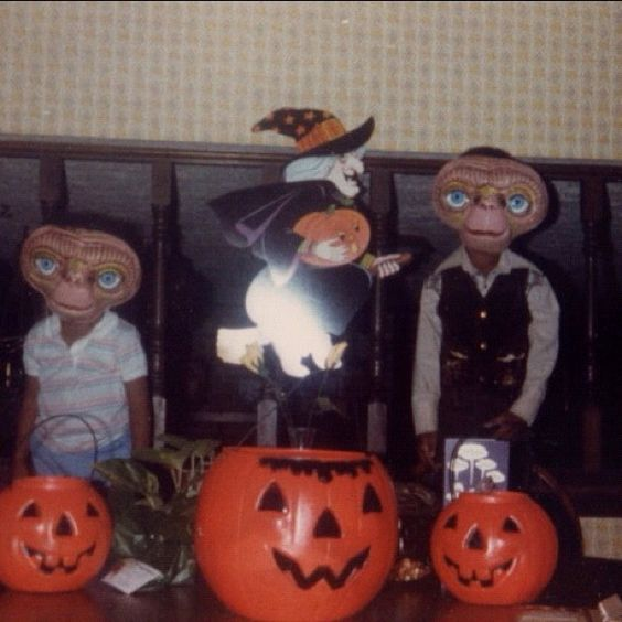 Retro E.T. Halloween costumes. Photo by style_chemist