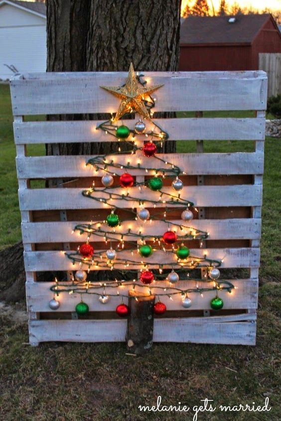 This handmade Christmas tree starts as a pallet and is transformed into this gorgeous Christmas tree made of baubles and lights