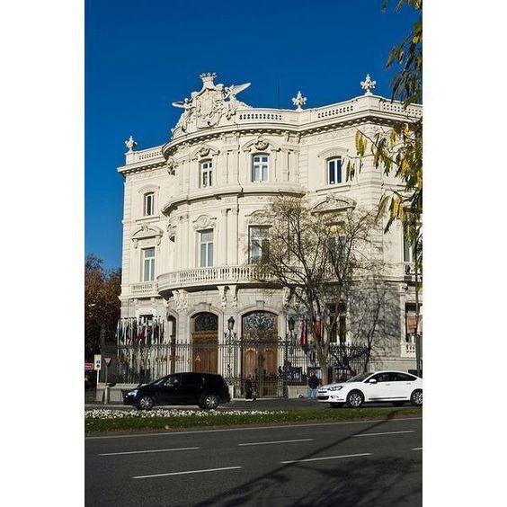 Palacio de Linares El Palacio Linares, ubicado en Madrid, España, actualmente funciona como Casa de América, una fundación cultural española...