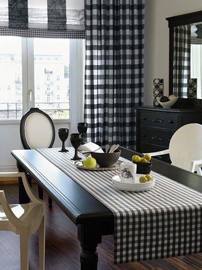 Mantel y cortinas a cuadros: