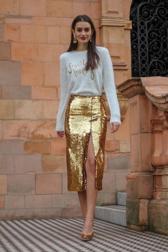 outfit blusa blanca falda larga dorada