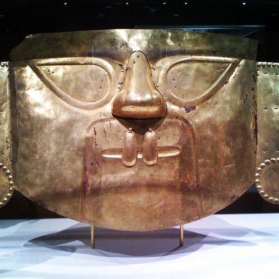 Desafío #thaliaenvivo Día 7: #Escapada #Cultural El MET de Nueva York #máscara #precolombina @hbolatino @nicheparent #ad