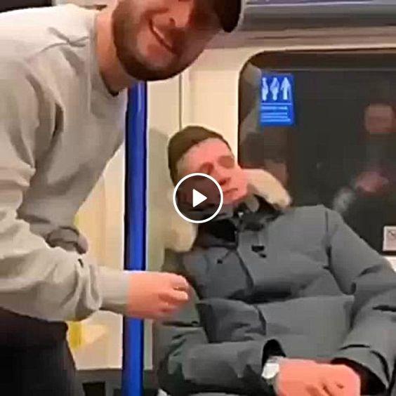 Homem dormiu no metro olha oque fizerão com ele.
