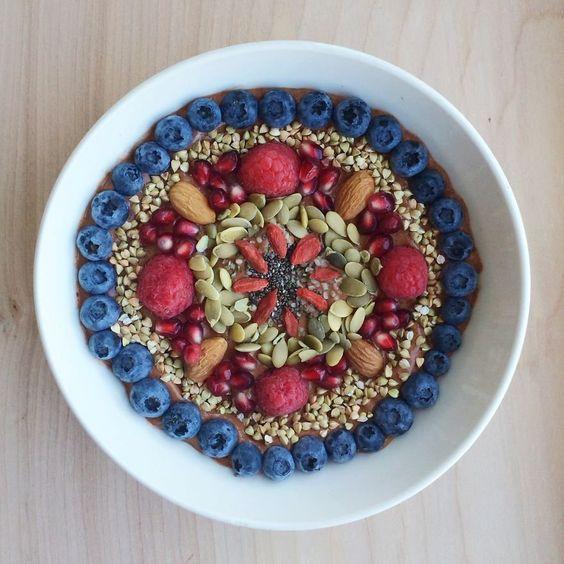 Norte-americana transforma comidas veganas em mandalas | Estilo