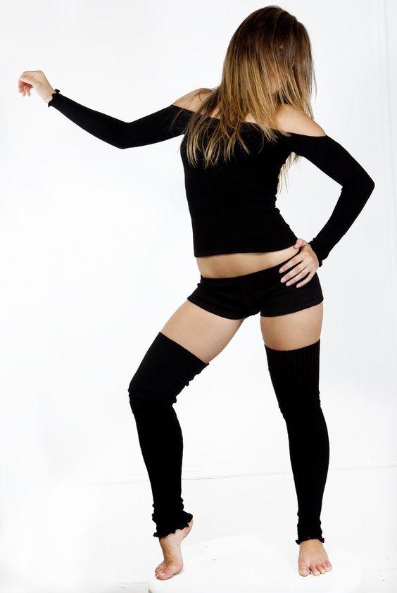 Anthrazit Large Sexy Sexy Dreiteiliges Tanzoutfit: Thigh-high Beinstulpen, Schulterfreies Top, Hüftshorts von KD dance New York Stretch Knit Verspielt & Langlebig Made In USA