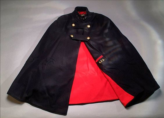 I LOVE this WWII official nurse's cape! I want it!