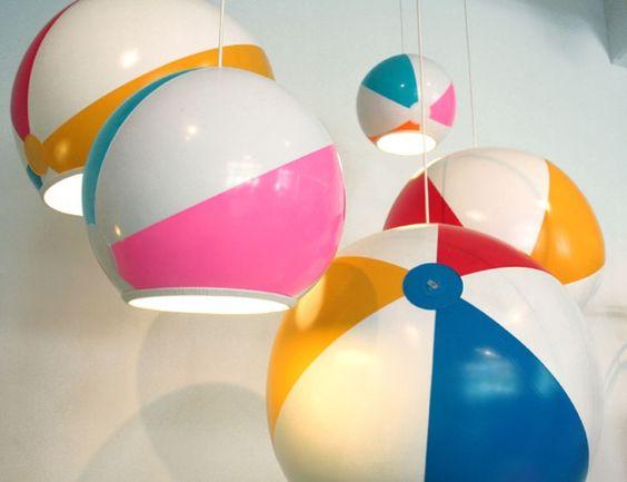 Lámparas con balones de playa / Beach ball lamps  Por / by Toby Sanders