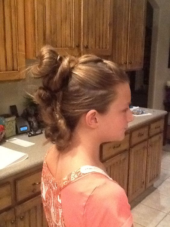This three bun Mohawk is so easy according to Brooklyn. Brooklyn did this all by her self!!SO CUTE!!!!!