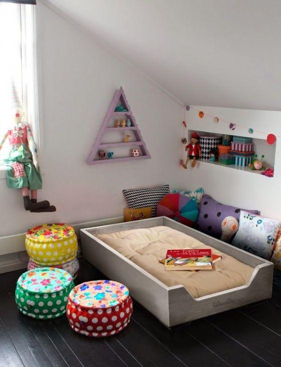 10 jolis coins lit pour une chambre de b b dans l 39 esprit for Chambre montessori 6 ans