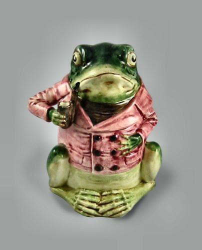 French Majolica Lidded Humidor Frog with Pipe, circa 1880, 8½ high