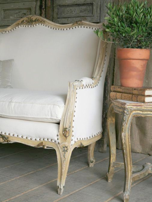 #French #Furniture - Louis xv settee simply gorgeous.. http://www.thefrenchpropertyplace.com