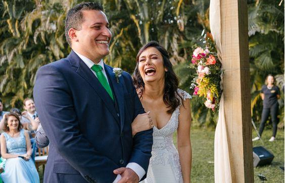 A leveza de um casamento íntimo e perfeito. 💛 . #samyaemarcionoveredas . Foto: @marlonmacosa . #casamentonocampo #casamentoaoarlivre #noivasrj #casamentointimo #veredasépracasar #casandonagraminha #casamentocompersonalidade