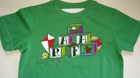 Con el nombre de tus hijos y sus juguetes favoritos. by Pepete T-shirts