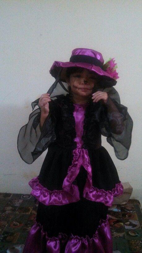 La Catrina disfraz para niña muy mexicano hecho en casa fácilmente.