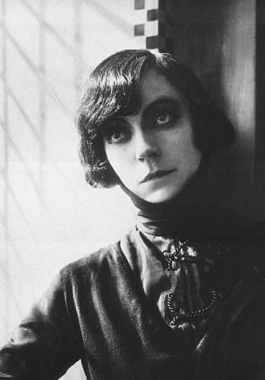 Asta Nielsen in Hamlet, 1920.