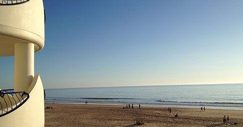 Aprovecha el puente de# diciembre junto al #mar de Cádiz. Reserva durante el puente de diciembre en el Hotel Playa Victoria de #Cádiz y no te arrepentirás. Disfruta del #relax de la #playa y del mejor precio.