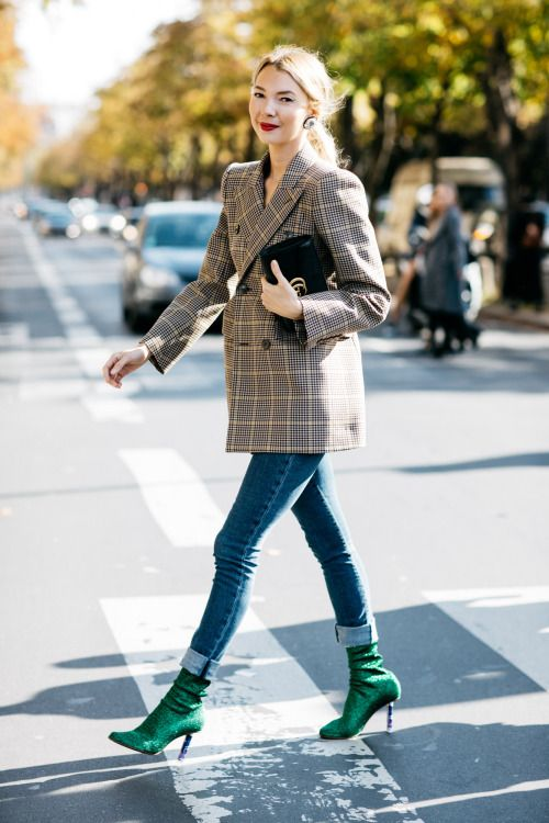 Trend Streetstyle | Skinny Jeans, Green Glitter Ankle Boots, Velvet Gucci Bag & Checked Blazer