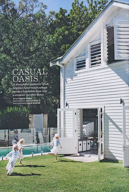 White weatherboard beach house love this dream homes for Weatherboard garage designs