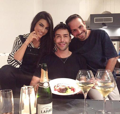 Dicono che spegnere le candeline non porti fortuna..io sono molto fortunato ad avere due amici come voi e condivido con voi in anticipo il mio compleanno a Roma🎂💥 @giuliasalemi @antonellolauretti e nel frattempo aspetto tutti i miei amici di Milano al mio mega brunch party dalle ore 15 presso STK Milano  #happybirthday #prewiew #drurtis #sushi #shinto #roma #giuliasalemi #lauretti #champagne — con Giacomo Urtis e Giacomo Urtis
