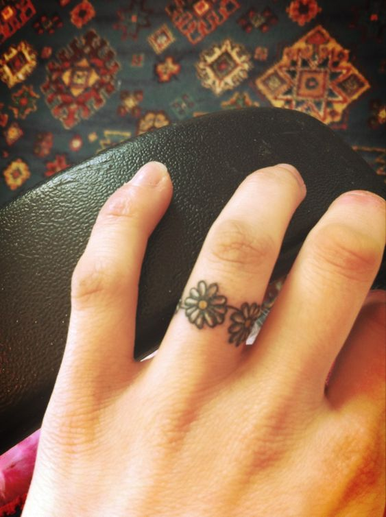 12 Pretty Daisy Tattoo Designs You May Love Ring Finger