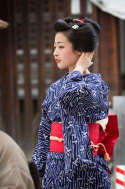 August 2016: maiko Ayaha of Pontocho wearing a dragonfly yukata by ta_ta999 - blog