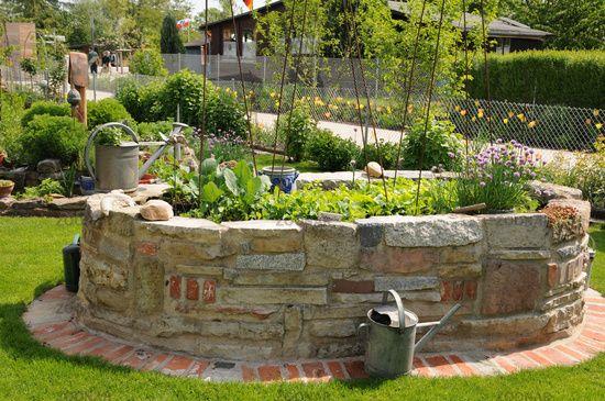 Hochbeet aus Naturstein Garten Pinterest Hochbeet - gartenbeet steine anlegen