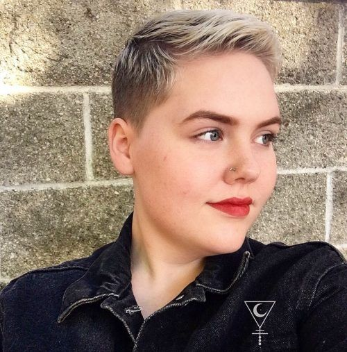 28 Flattering Short Hairstyles For Round Face Shapes In 2021 Short Hair Styles For Round Faces Pixie Haircut For Round Faces Round Face Haircuts