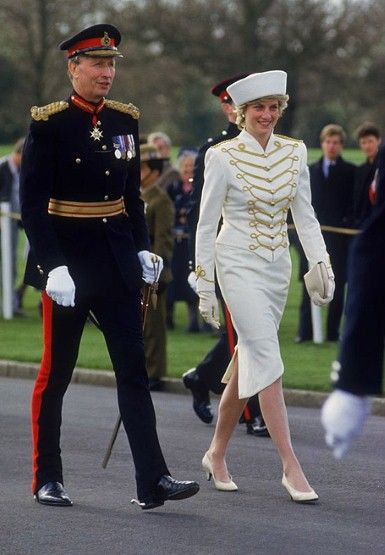 On the visit to the Royal Military Academy Sandhurst in April 1987, Princess Diana was dressed in a white military-styled suit