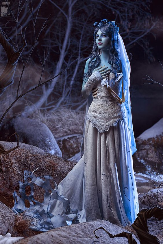 DIY Corpse Bride Emily Halloween Costume Idea 3
