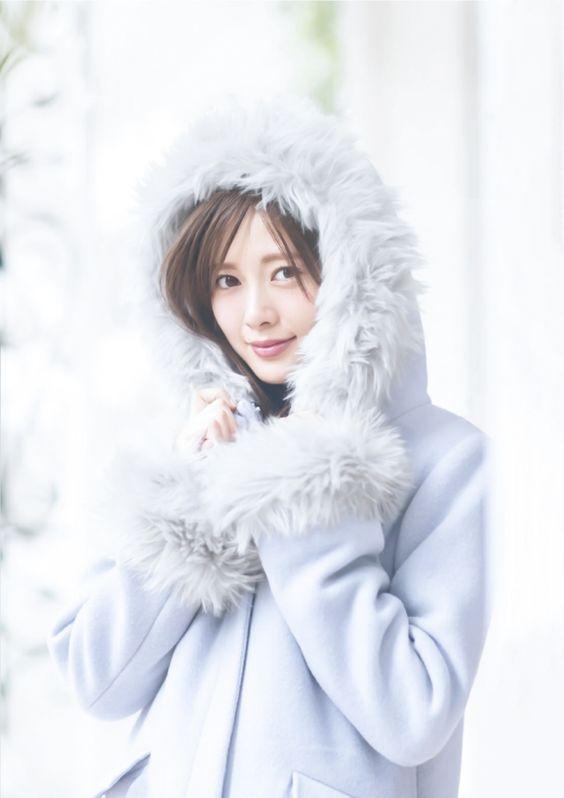 暖かい格好の白石麻衣