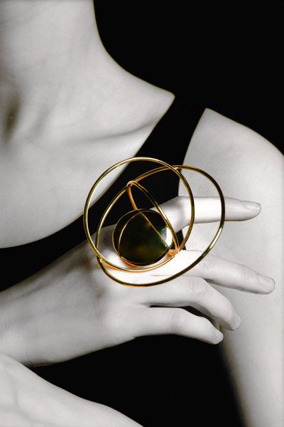 """dancing on my own"" kinetic ring -  Chen Cheng, Birmingham School of Jewellery;:"