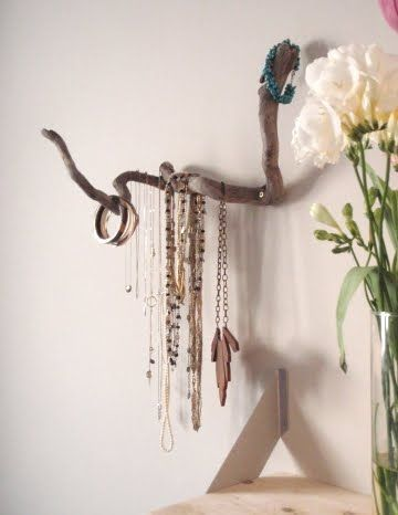 Jewelry Organizer! All you need to find is one good branch of driftwood. Check out the other two driftwood jewelry holder ideas!: