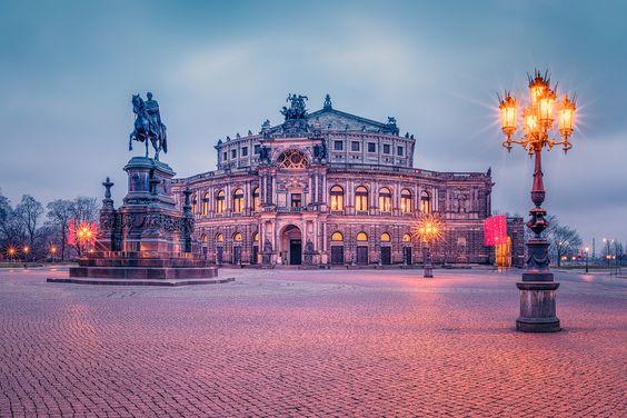 Theaterplatz mit Semperoper (Dresden / Sachsen), Altstadt, Dämmerung, Dresden, Sachsen, Semperoper