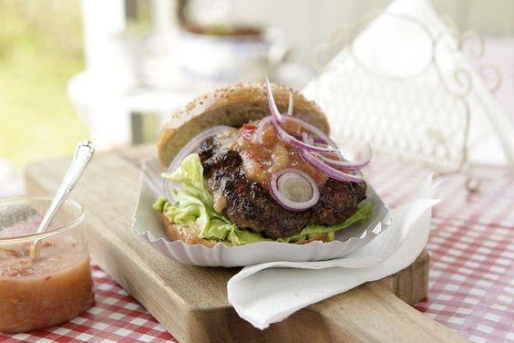 Burger mit Rhabarber-Sauce